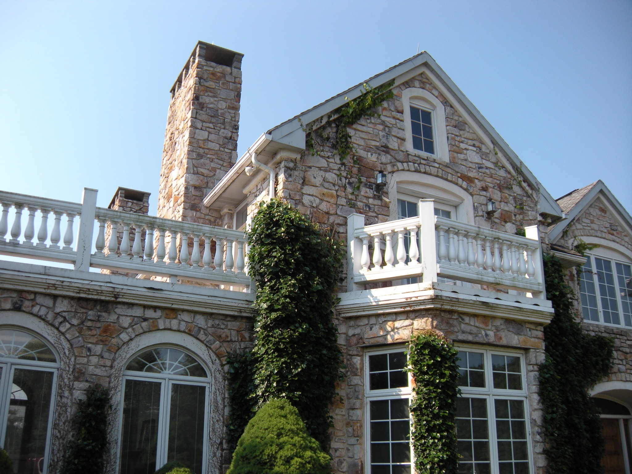 An example of a stone house built in Central Pennsylvania by Pyle Bros. Building Stone Contractors